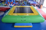 Riegue el trampolín inflable del agua del PVC de la calidad comercial del parque para los niños/los adultos